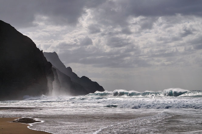 Kalalau-beach-waves-scott-hanft